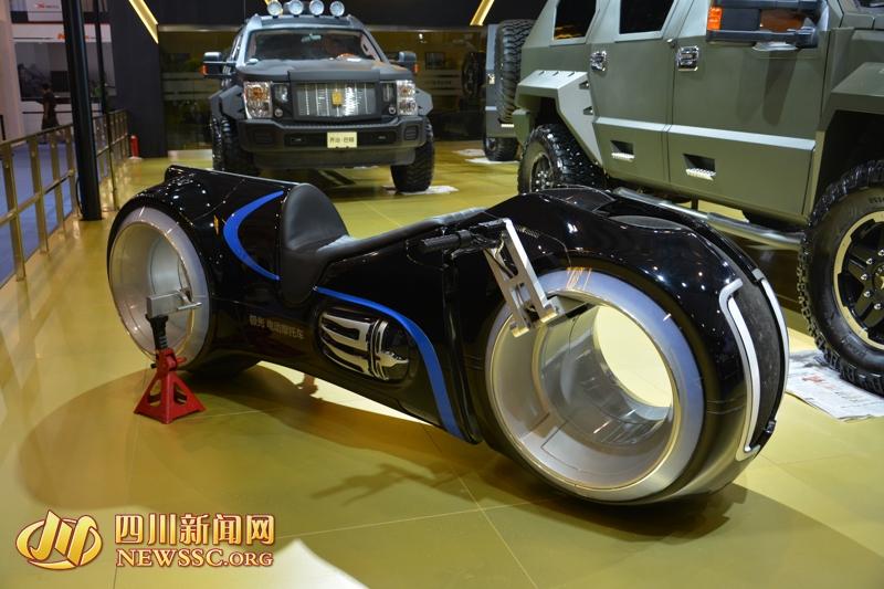 """极光电摩登陆成都车展《创:战纪》""""光循环摩托车"""""""