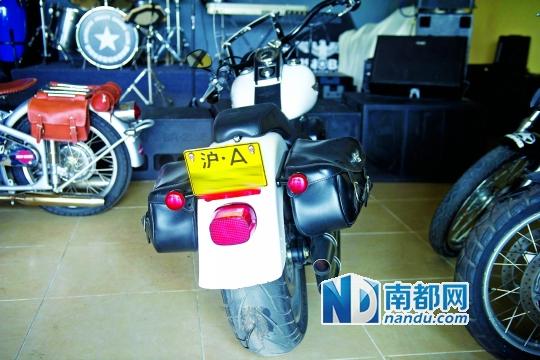 摩托车上牌遭拒车友状告车管所