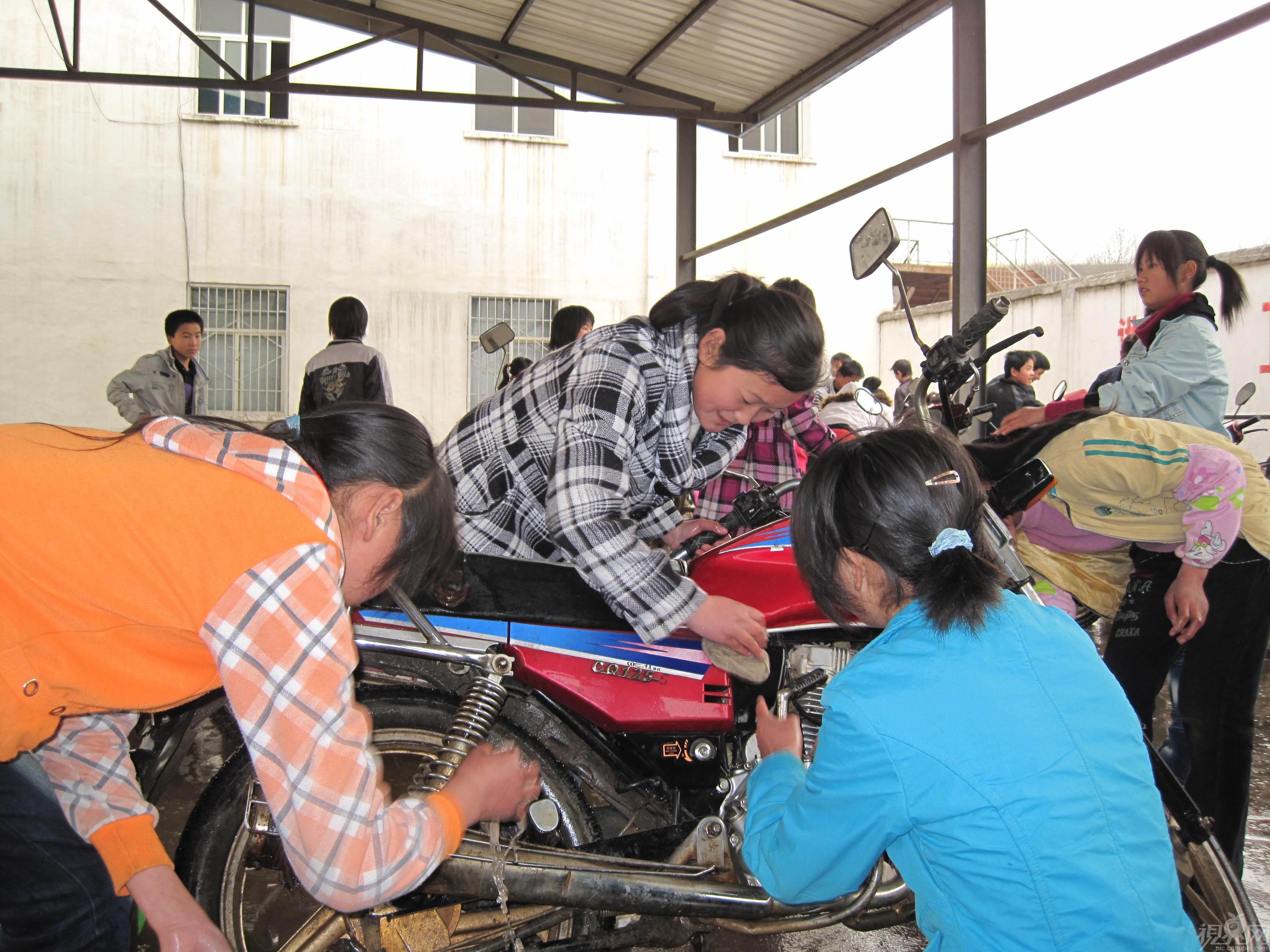 高手支招:怎样正确清洗摩托车灰尘