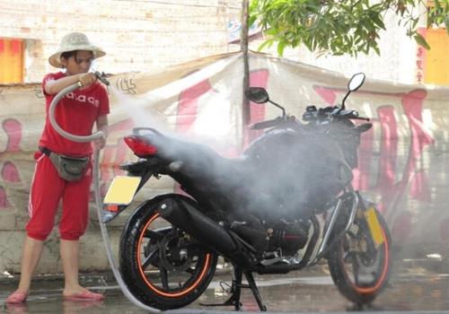 你真的会洗车么?摩托车洗车注意事项