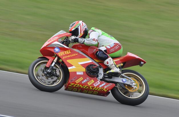 电动摩托车赛车的认识百公里加速与法拉利458接近
