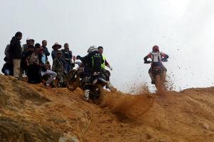车行天下矿山摩托车越野赛在安宁开赛