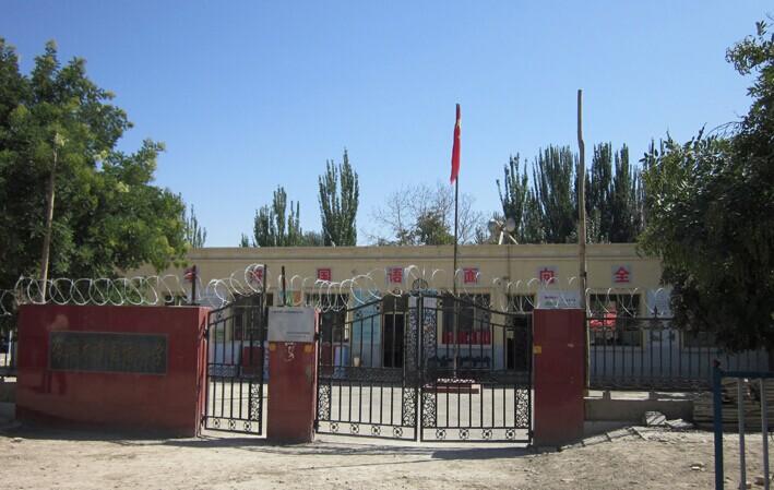 爱心零距离三雅正能量向新疆小学捐助