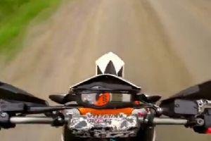 超越极限!摩托特技真棒