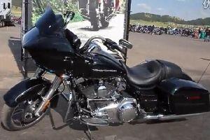 2015哈雷Road Glide摩托车首次试骑