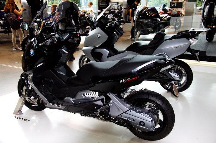 宝马世界之摩托车发动机