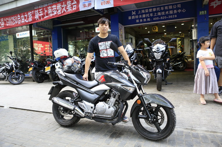 GW250自由之旅骑手:年轻警官李峥嵘