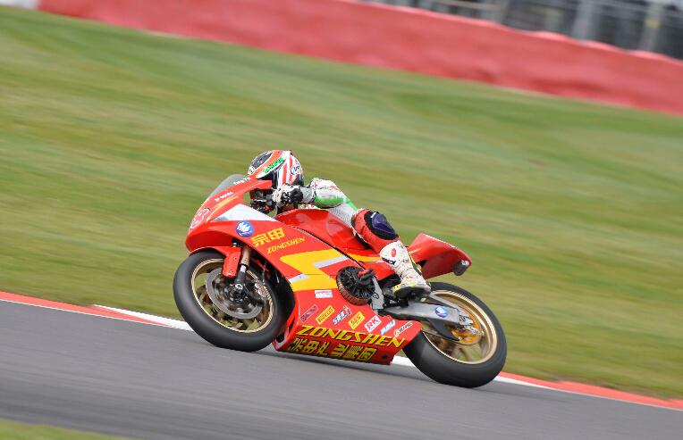 电动摩托车锦标赛总决赛宗申车队排位第二