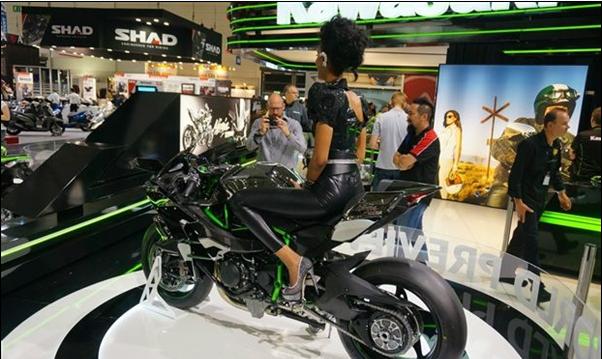 300马力日本川崎动力摩托车