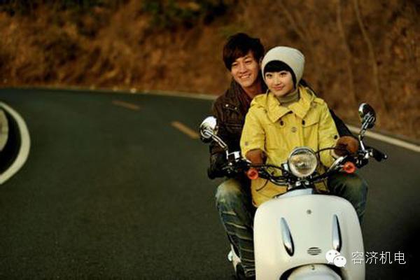 男人女人和摩托车的三角恋