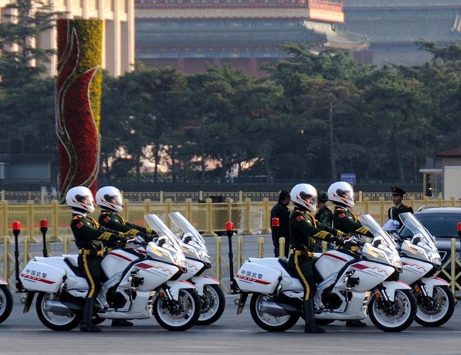国宾摩托护卫队长安街欢迎捷克总统访华