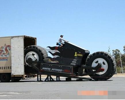 """世界上车体最高可以驾驶的澳门威尼斯人在线娱乐平台""""大脚趾"""""""