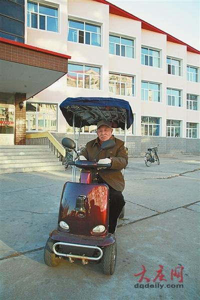 87岁倔老头还能骑摩托亲历解放战争抗美援朝