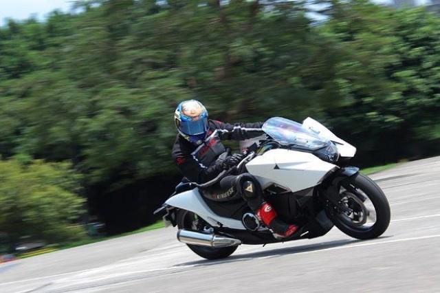 �H身�w�:摩托�在日本
