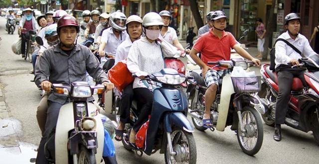 越南人网购爱付现金,卖家组织摩托车队送货