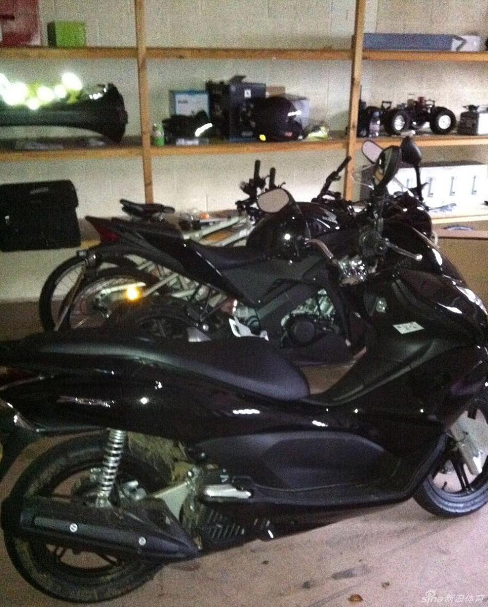 起底巴神车库内的摩托车