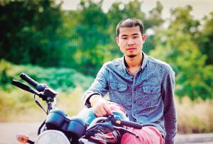 他要骑着摩托走遍中国最危险地方