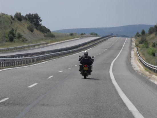 摩托车在高速路上行驶到底合不合法