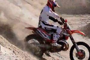 摩托耐力越野:冲大角度陡峭山坡