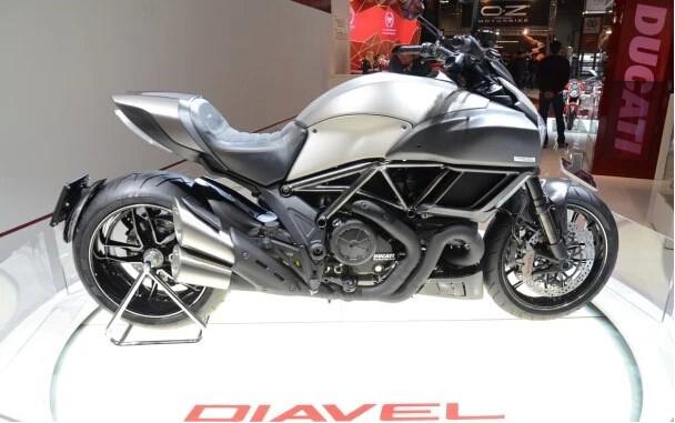 航空材料量产车2015款DucatiDIAVEL钛合金版