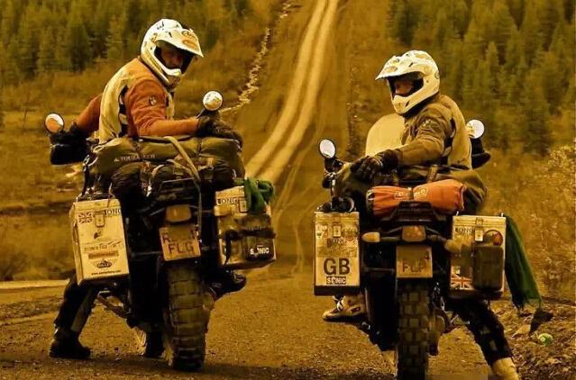 摩托车旅行充满未知的快乐与精彩