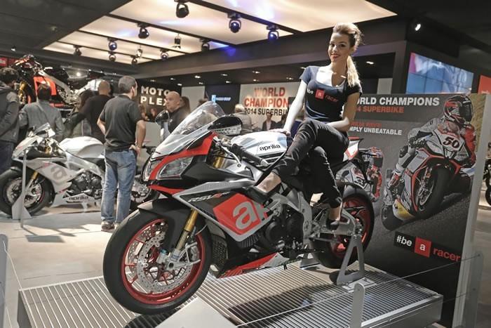 意大利米�m摩托�展比���碳��F新品回�