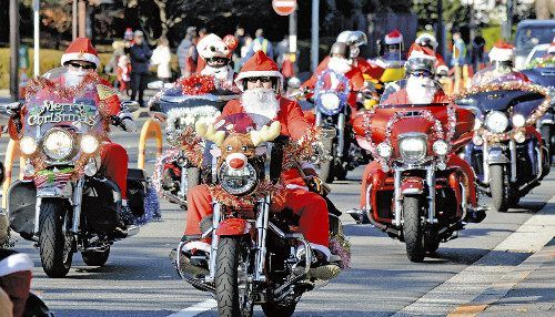 日本圣诞老人骑车游行呼吁保护儿童权益