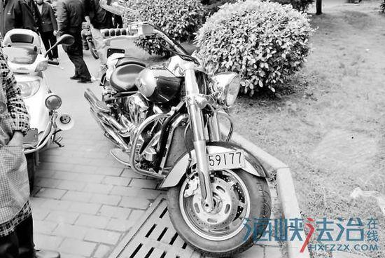 �主斥�Y15�f元��I重�_700余斤重型摩托�