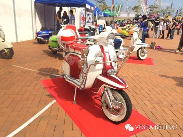 复古情怀2014香港电单车节的Vespa