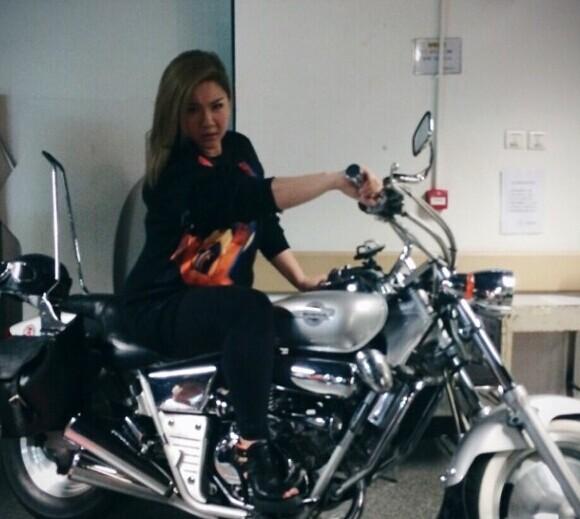 郑欣宜不介意用身体开玩笑:胖过摩托车