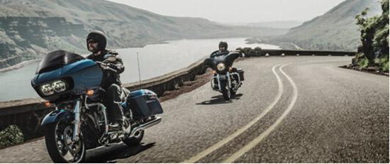 一种叛逆的释放骑哈雷摩托车穿哈雷服饰