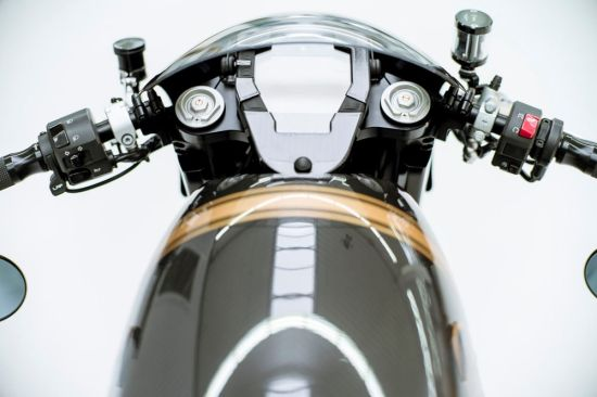 LotusC-01超级摩托车整装待发