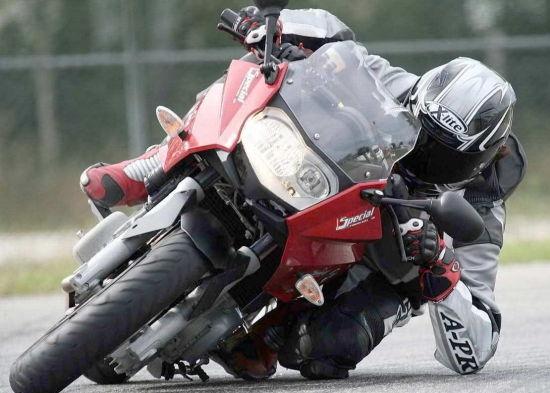 关于驾驶摩托车磨膝过弯需要知道的一切