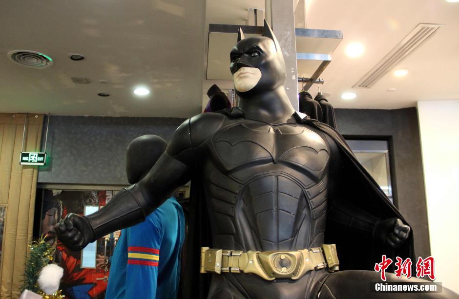 蝙蝠侠携蝙蝠战车摩托现西安街头