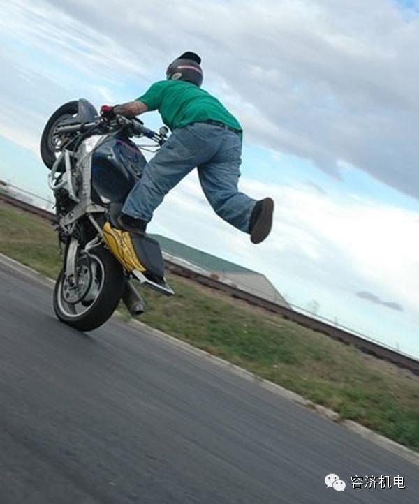 真正的摩托发烧友抬头一个字:爽!