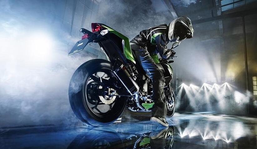 大秀肌肉2015款KawasakiZ300