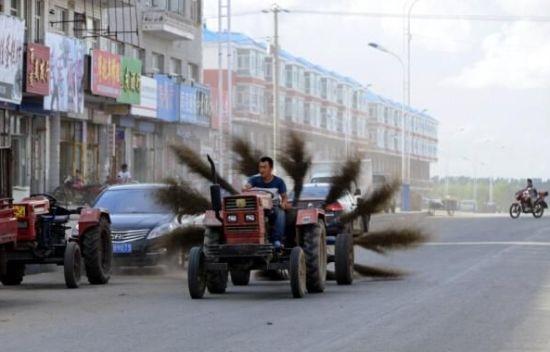 升级版摩托车后装12把扫帚用来扫街