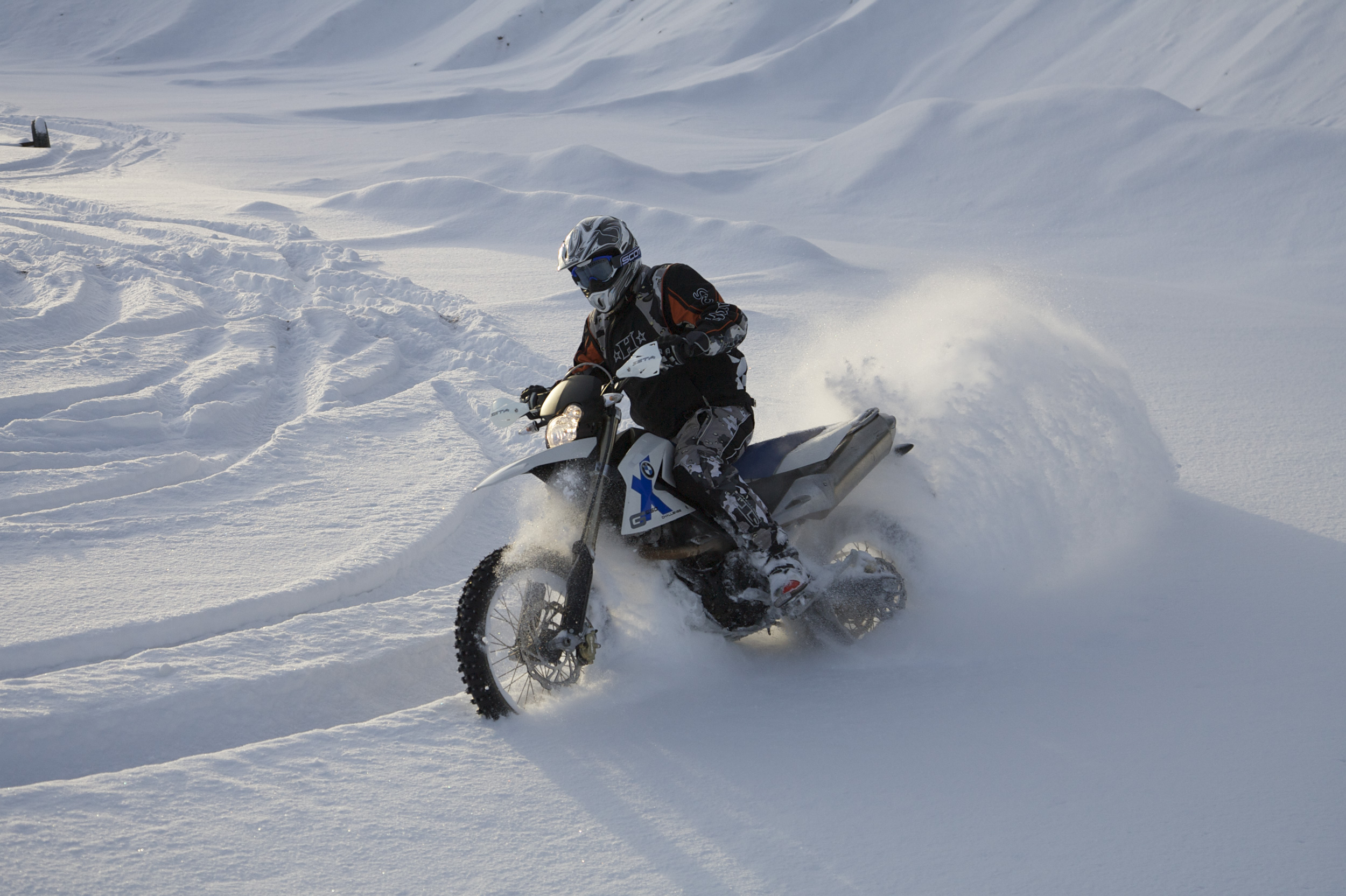 冬季跑山必�x:怎�域T�才不冷