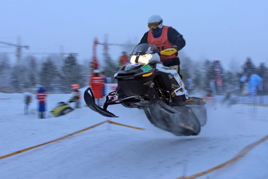 呼伦贝尔首赛雪地摩托东山滑雪场建成新赛道
