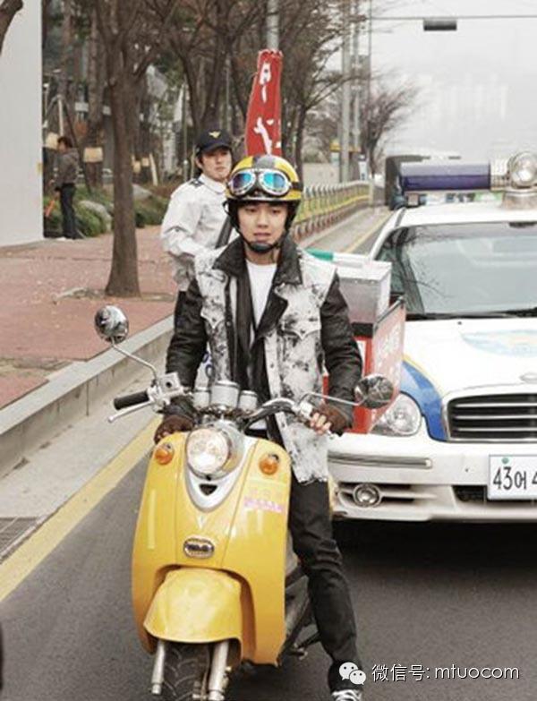 《功课之神》新剧照俞承豪骑摩托飙车