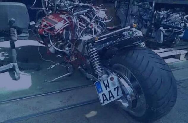 当摩托遇上V12引擎太暴力了