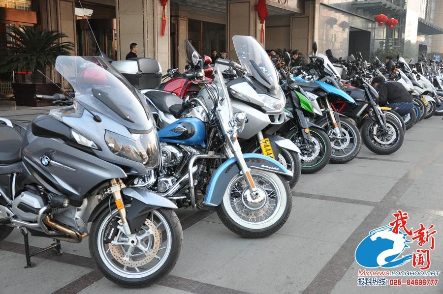 """扬州街头壮观""""摩托秀""""最贵一辆价值50万"""