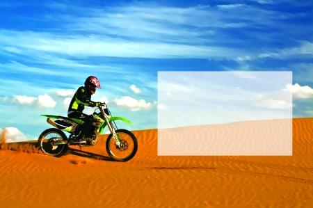 穿越塔克拉玛干沙漠让摩托飞起来