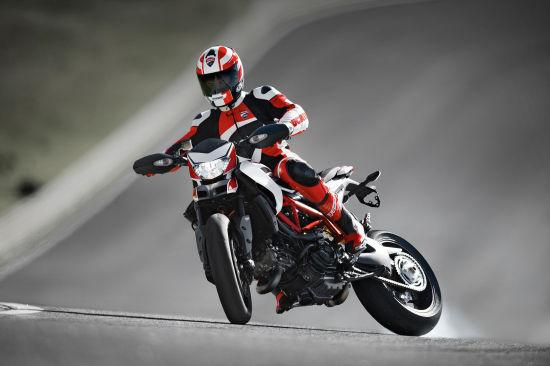 摩托车轮胎在弯中永远处在滑动状态