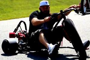 牛人自制摩托三轮车!这个稳定性好啊!