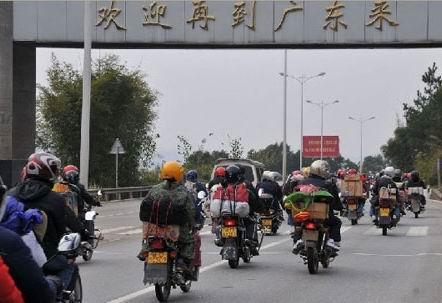 社会行动:广东骑摩托返乡享免费加油