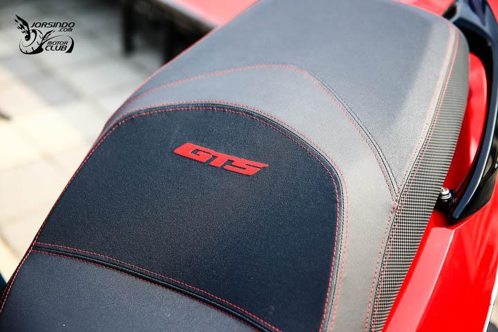 烈焰红短风镜运动风SYMGTS300小改款