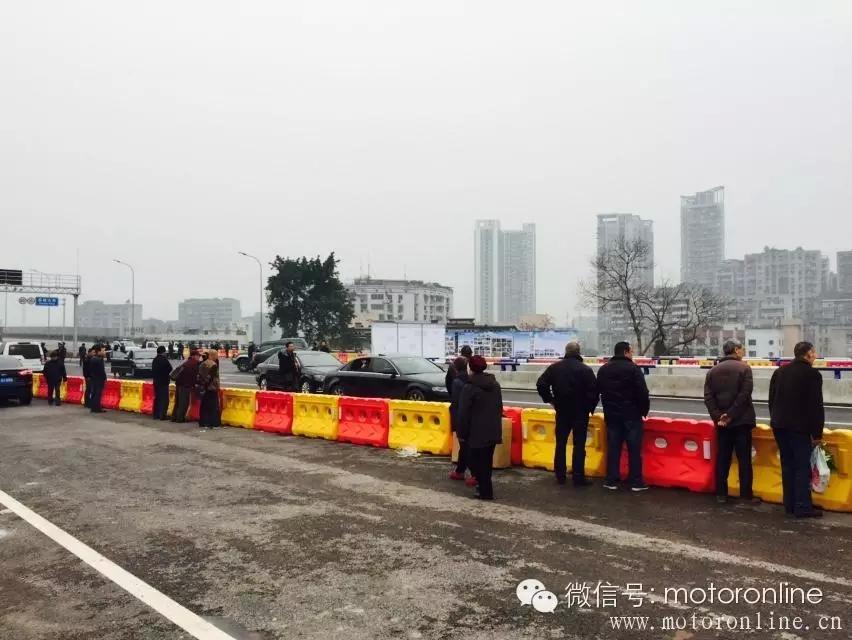 从重庆双碑大桥通车,反对身边的禁摩