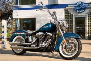 2015 SOFTAIL® DELUXE整车外观(5张)