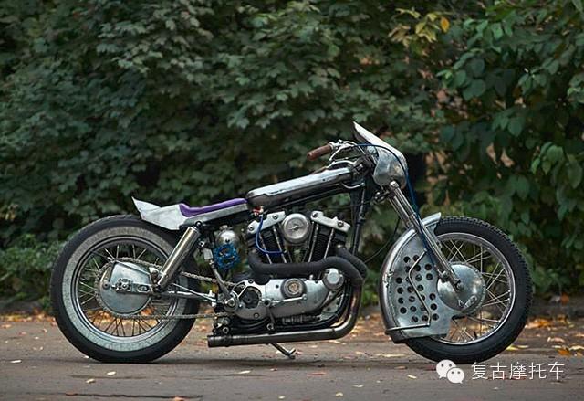 极具年代感复古改装摩托车